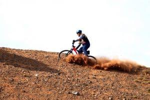 Mountainbiker macht Vollbremsung