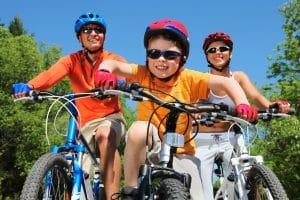 Familienausflug mit Fahrrad zu Dritt