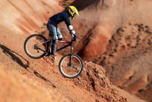 Abfahrt am Hang mit Fahrrad