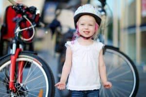 Mädchen sicher mit dem Fahrrad unterwegs